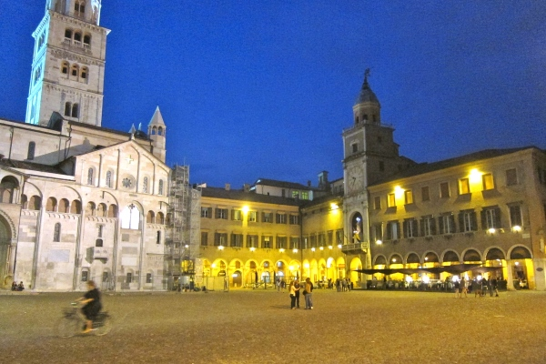 Modena's Piaza Grande in the evening